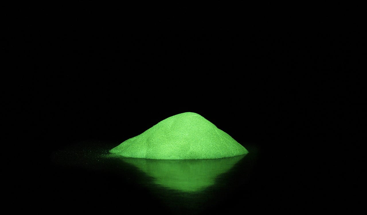 Glow in the dark science experiments for fall